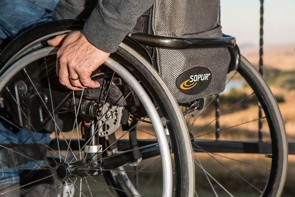 Rollstuhl mit Fahrer